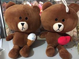 Gấu Brown ôm kem