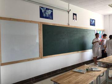HÌNH ẢNH: LĐ bảng từ khung gỗ cho trường THCS Ban Mai