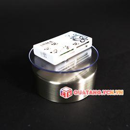 Đế xoay trưng bày sản phẩm sử dụng pin và năng lượng mặt trời