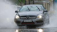 Cách lái xe ô tô qua đường ngập lụt & cách xử lý khi ô tô bị ngập nước