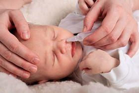 CHĂM SÓC SAU SINH: Cẩn Trọng Khi Dùng Nước Muối Sinh Lý Chăm Sóc Trẻ