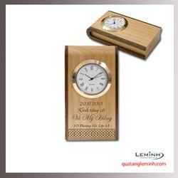 Đồng hồ gỗ để bàn khắc logo - 001