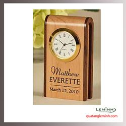 Đồng hồ gỗ để bàn khắc logo - 002