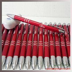 Bút bi kim loại khắc logo màu đỏ hàng sẵn