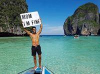 Đi du lịch, chàng trai không quên trấn an mẹ ở nhà