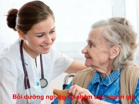 Bồi dưỡng nghiệp vụ chăm sóc người già