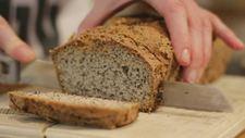 Cách làm bánh mì nguyên cám nhân hạt chia và mè đen