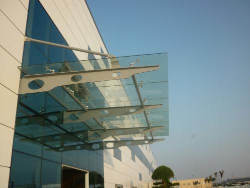 Chất liệu mái kính gắn liền với đời sống hiện đại - www.TAICHINH2A.COM