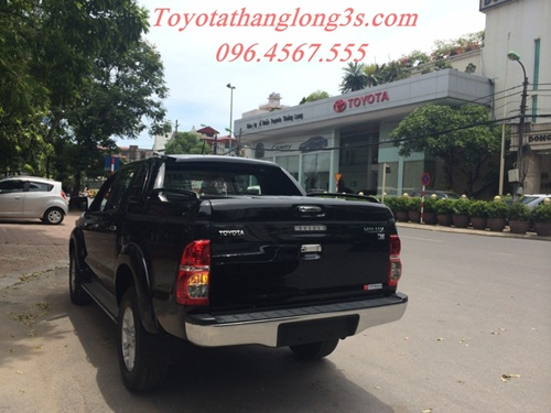 Toyota thăng long giao xe hilux