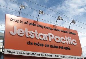 biển quảng cáo tấm lớn của đại lý vé may bay