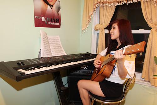 girl-dan-organ-guitar