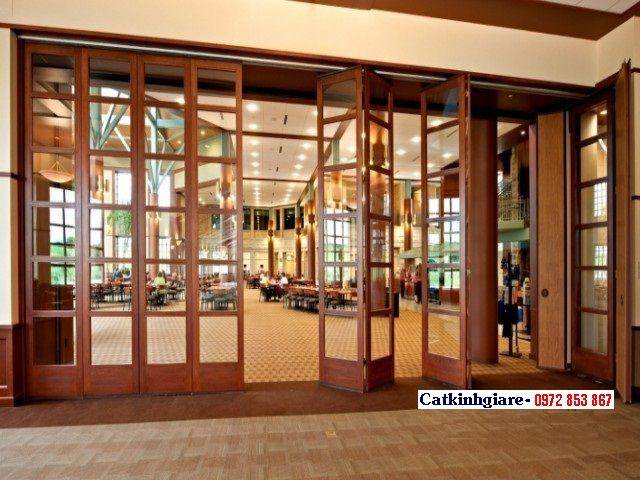 Mẫu cửa kính cường lực khung gỗ đẹp KG04