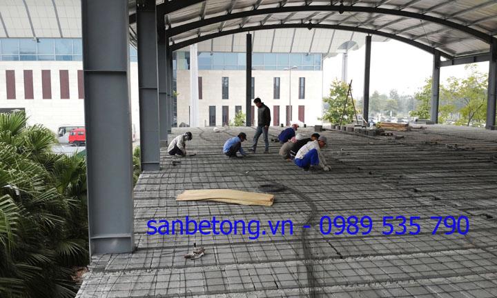 Công nhân đan lớp cốt sắt dự ứng lực Sàn bê tông nhẹ