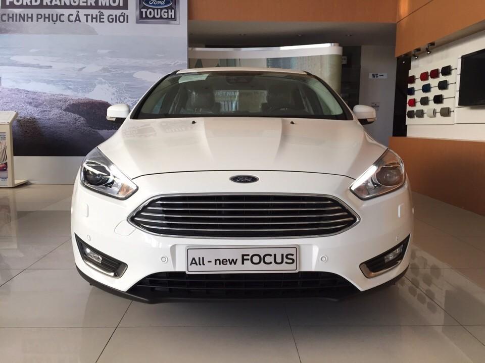 Ford Focus 2016 vừa ra mắt cũng thu hút không ít sự quan tâm của người dùng
