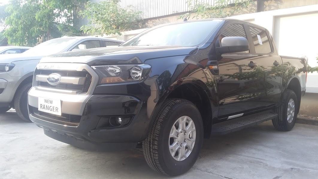 Ford Ranger XLS AT Màu Đen giá rẻ