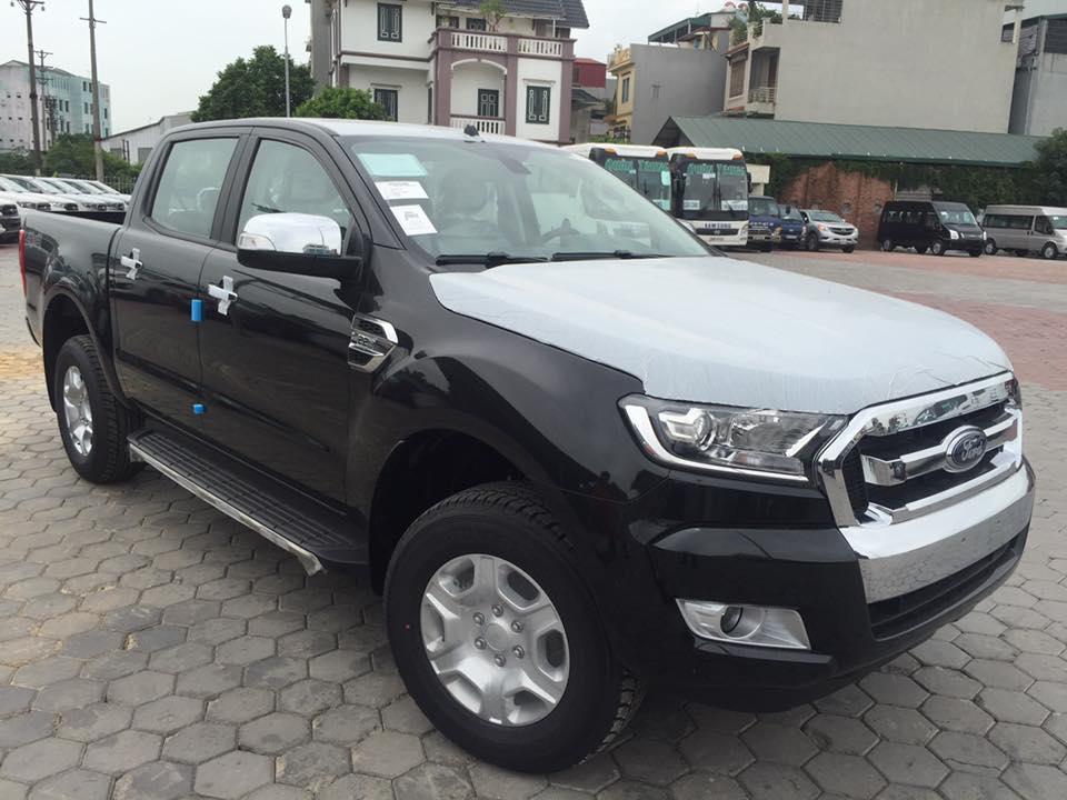 Ford Ranger XLT giá rẻ tại Việt Nam