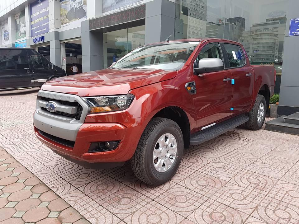 Ford Ranger XLS AT giá rẻ tại Việt Nam