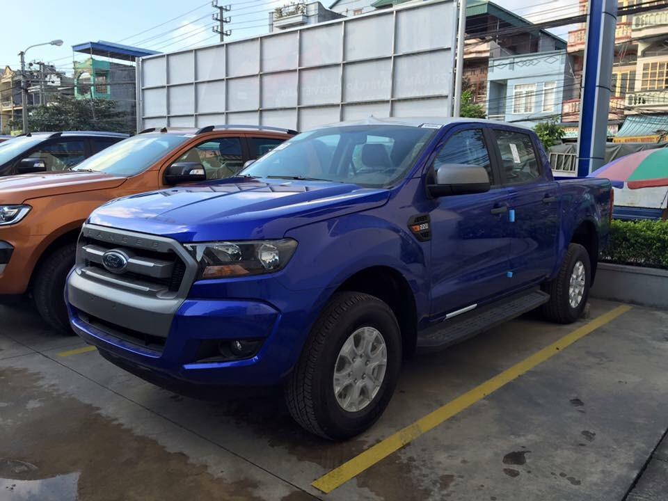 Ford Ranger XLS Màu Xanh Đậm