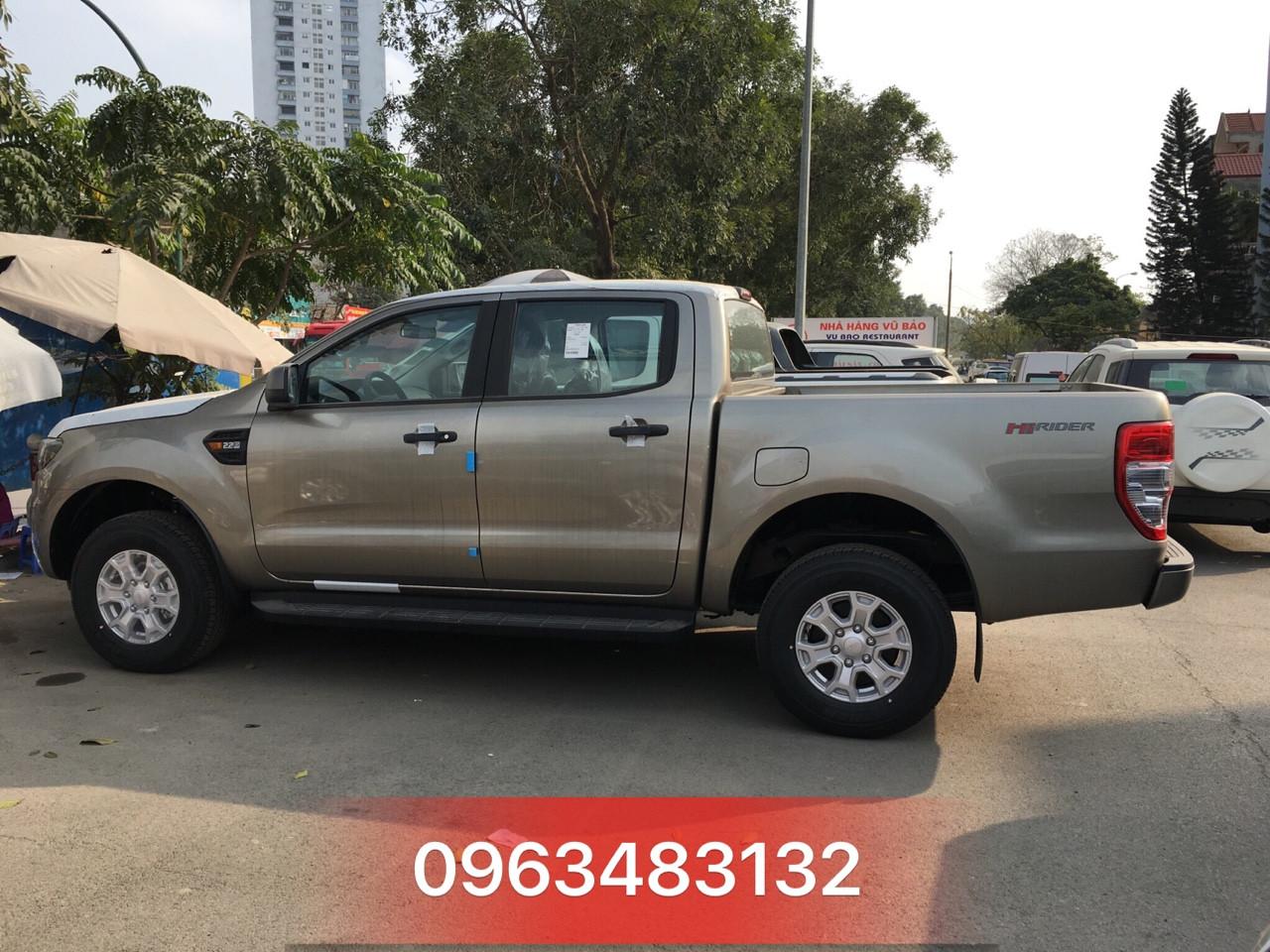 Ford Ranger XLS AT vàng giá rẻ đang bán tại An Đô Ford