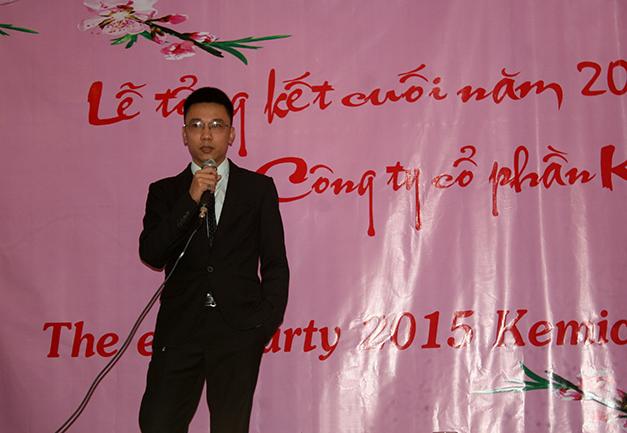 Mr. Dương lên phát biểu khai mạc lễ tổng kết