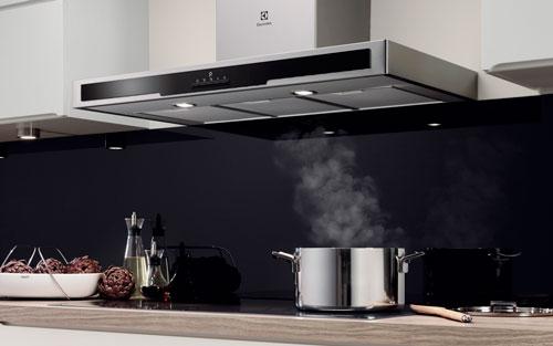 Máy hút mùi cao cấp loại bỏ khói bẩn độc hại trong căn bếp gia đình