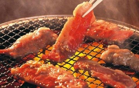Nướng đồ ăn trên mặt bếp điện