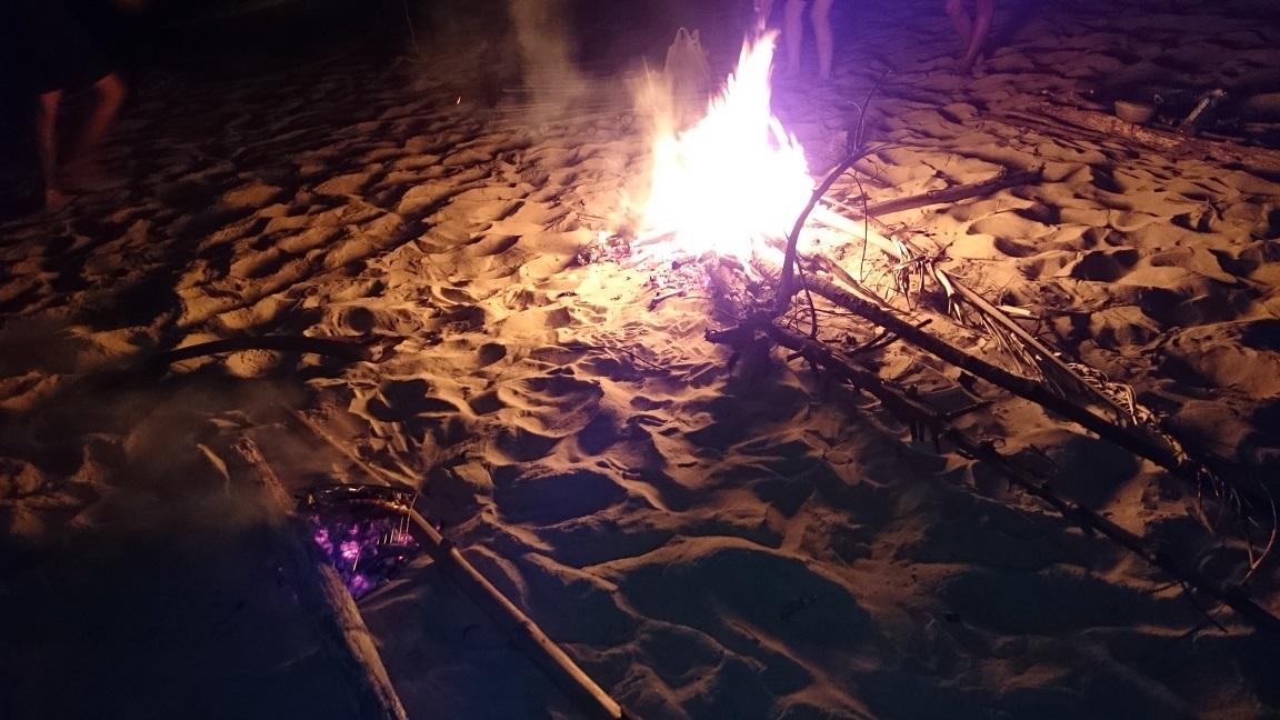 Cắm trại và đốt lửa là điều không thể bỏ qua ở Làng Vân Đà Nẵng