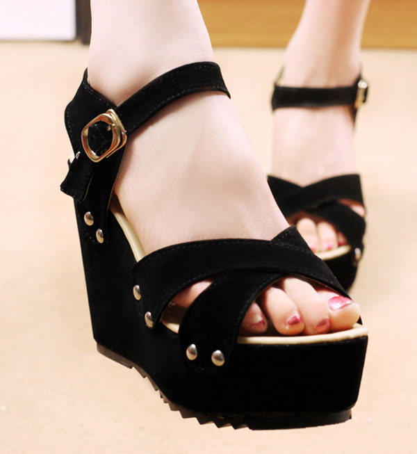 6 kiểu giày dép bạn nên sắm trước khi ra biển 11