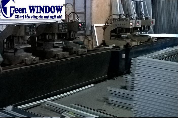Xưởng sản xuất cửa nhựa lõi thép Greenwindow