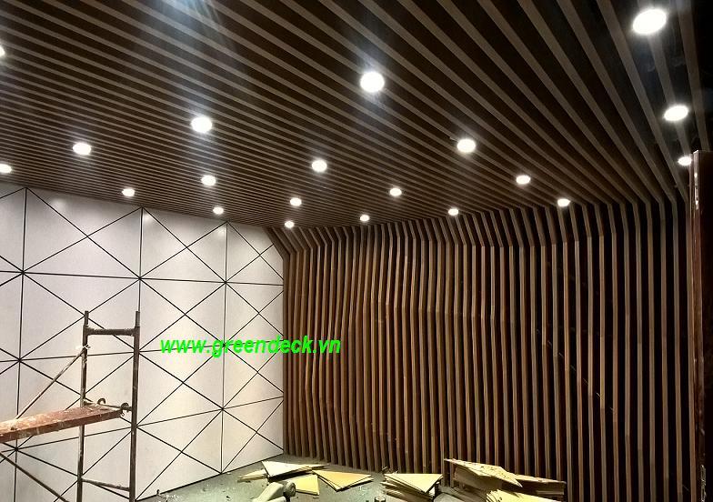 ốp tấm tường giả gỗ