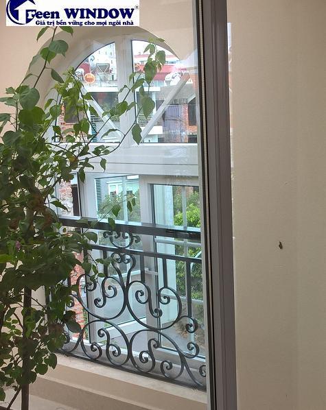 Cửa sổ biệt thự nhà mặt phố