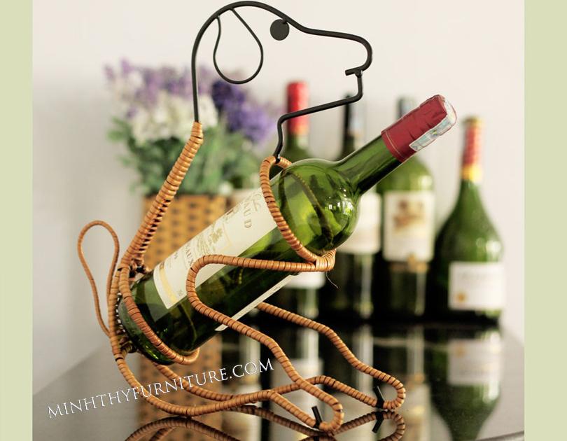 Chú chó ôm rượu