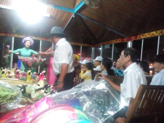 Đoàn hội CCB Thủ Dầu Một giao lưu ca huế trên sông hương
