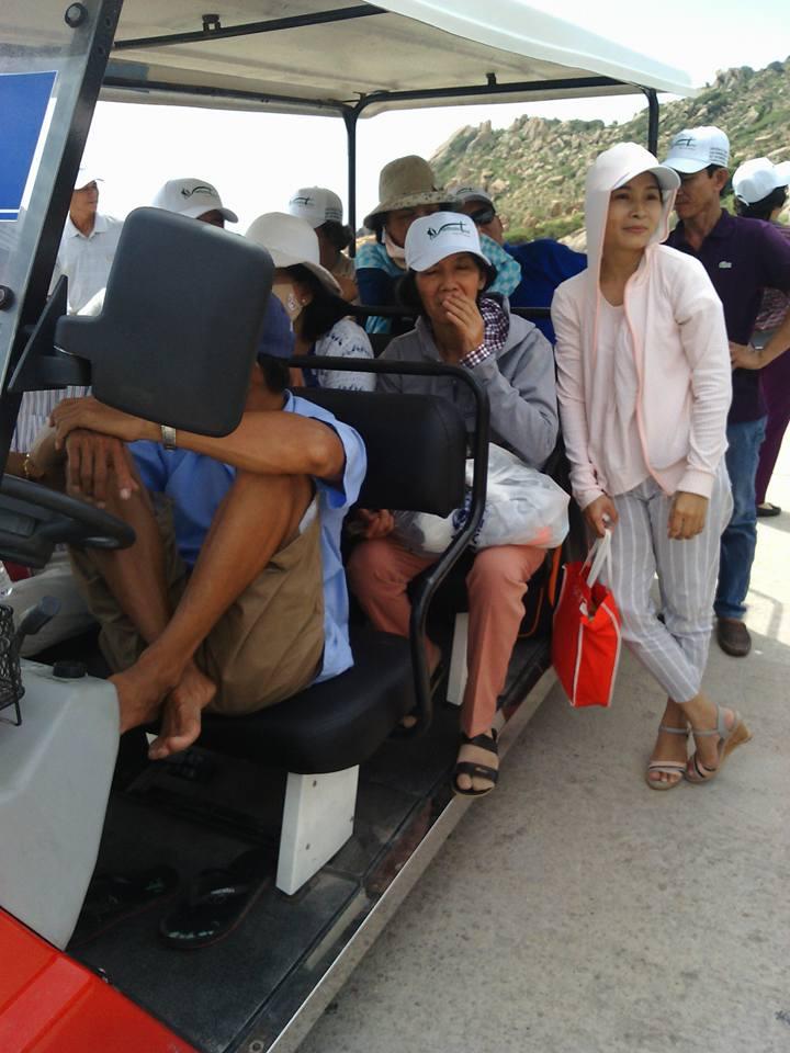 đi xe tham quan đảo