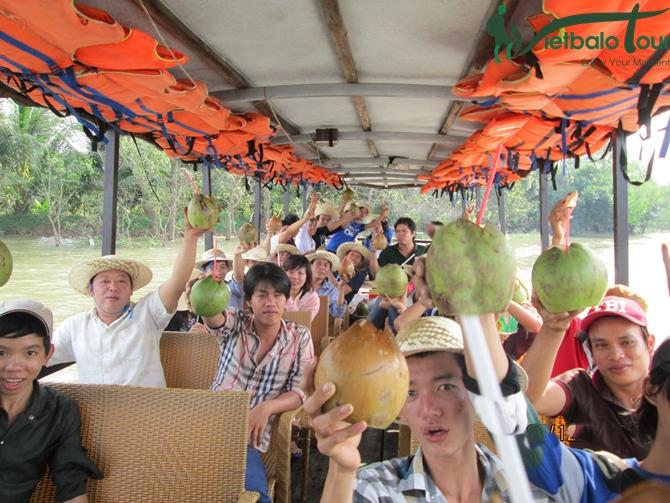 Vui chơi tại tour đảo Nam Du