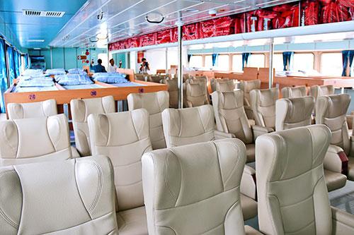 Tàu Phú quý express có giường nằm và ghế ngồi