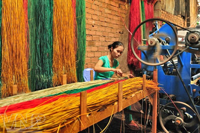 tour thăm quan làng dệt chiếu hoa long định, làng nghề truyền thống