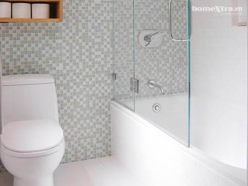 Nhét bồn tắm 'vừa khít' toilet chỉ 3m2 - 3