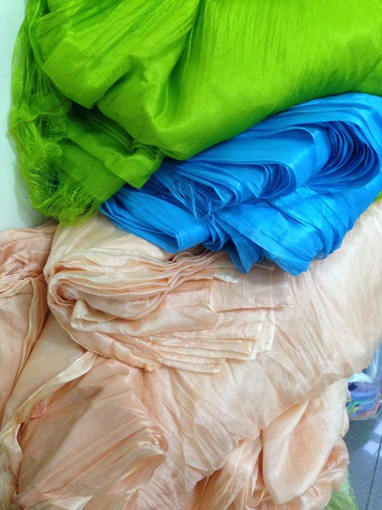 khăn lụa tơ tằm giá rẻ