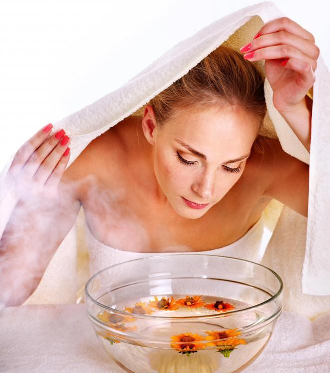 Hơi nước có thể giảm bớt một số vấn đề nhỏ trên da, bao gồm cả vết mụn trứng cá và mụn nhọt.
