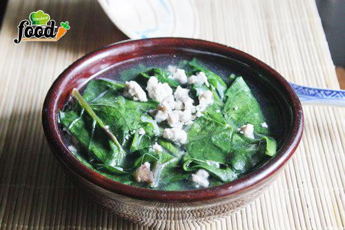 Canh thịt băm nấu với rau mồng tơi