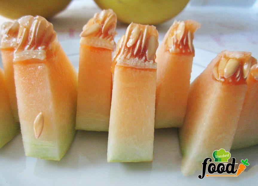 Dưa Kim Hoàng Hậu ruột màu vàng cam, rất giòn và ngọt