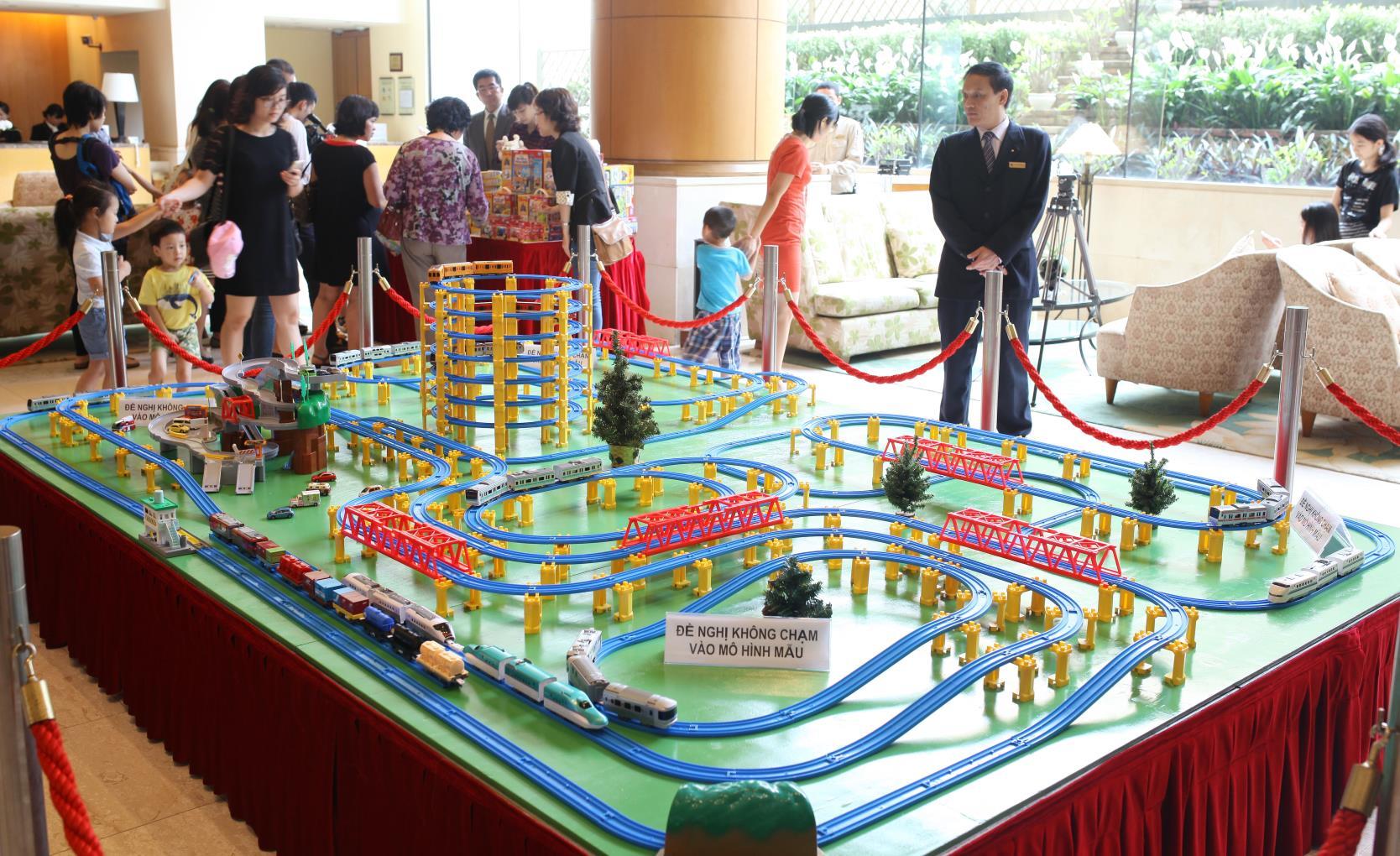 Kid's Kingdom, Hitomi, Đồ chơi Nhật Bản, Đồ chơi an toàn, Đồ chơi thông minh, Đồ chơi cho bé, mô hình tàu hỏa, Takara Tomy, Nikko, Nhật Bản, Sự kiện