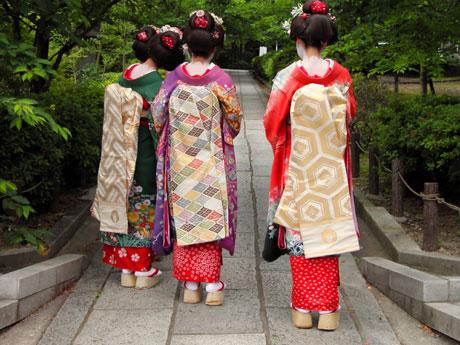Hitomi.vn - trang phục truyền thống của người Nhật Bản với hình ảnh người phụ nữ Nhật đẹp, kiêu sa.