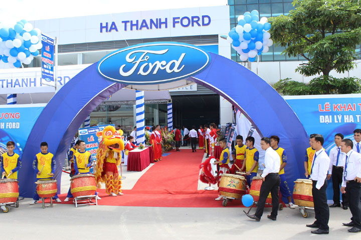 Show_room_Ford_Ha_thanh