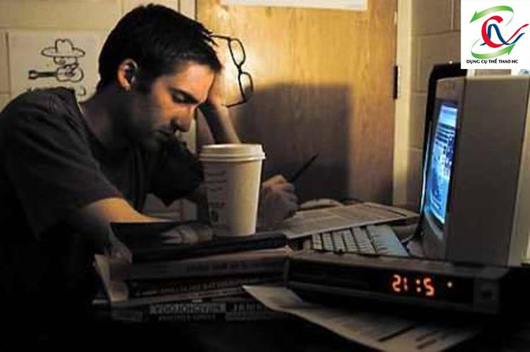 Tránh thức quá khuya hại sức khỏe