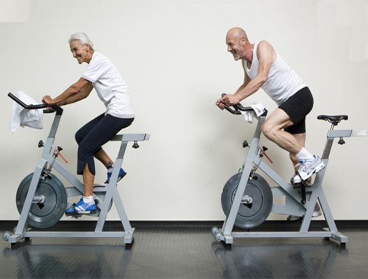 Đạp xe tại nhà tốt cho sức khỏe người cao tuổi