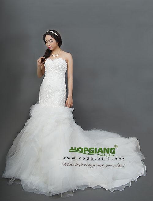 trang phục váy cưới đuôi cá