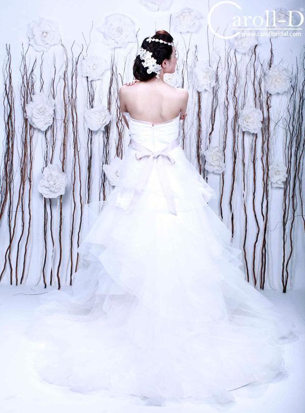 Áo cưới dáng bồng chân xếp lớp