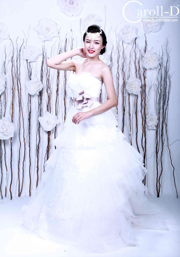 váy cưới dáng bồng kiêu sa cách điệu